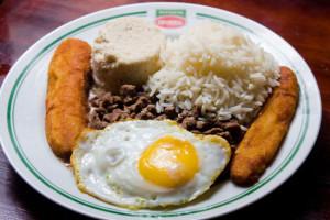 A los latinos nos gusta comer en casa y eso lo hace más saludable. Foto- inesjunqueira.com