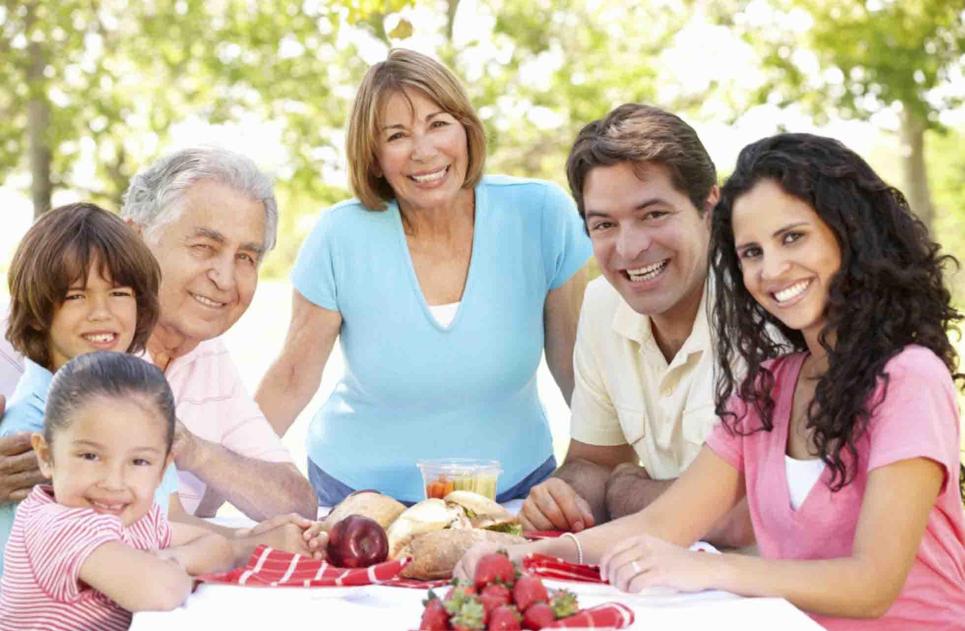 Latinos de 50 años en EE.UU: Saludables, influyentes ...