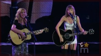 "Taylor Swift & Lisa Kudrow  ""Smelly Cat"""