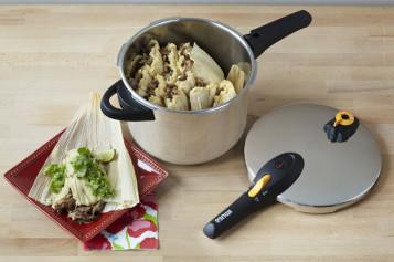Tamales de carnita con salsa verde