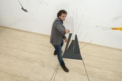 Artista venezolano Luis Millé exhibe su obra en París