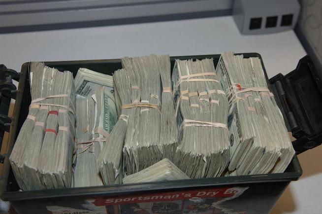 caja con dinero