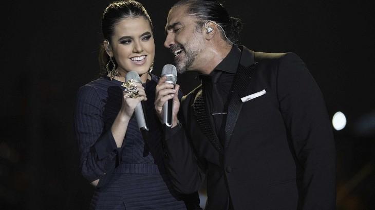 Alejandro fern ndez y su hija camila cantar n en los for Cancion en el jardin de alejandro fernandez