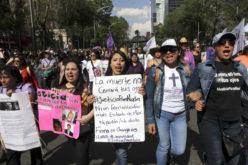 Mujeres marchan en México contra la violencia de género