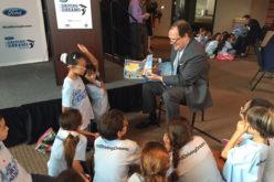 Ford Motor Company Fund y concesionarios Ford donan 10 mil libros para inspirar a jóvenes lectores