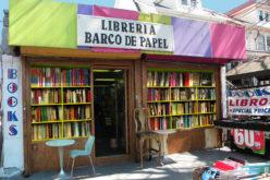 Barco de Papel, la librería de obras en español que se resiste a morir