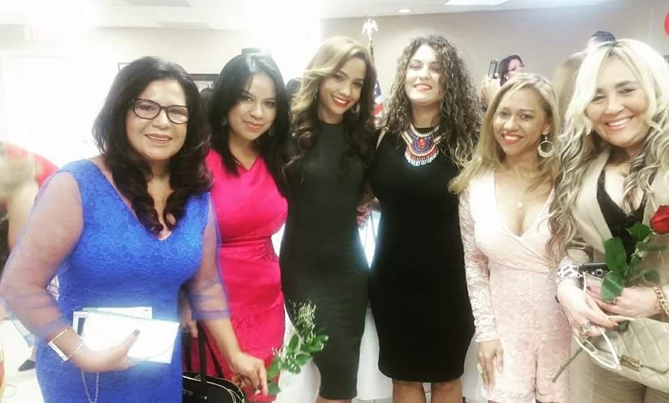"""Talento y belleza se hizo presente en la tercera entrega de los premios """"Cuentale tu Cuento a La Nota Latina"""" 2016."""