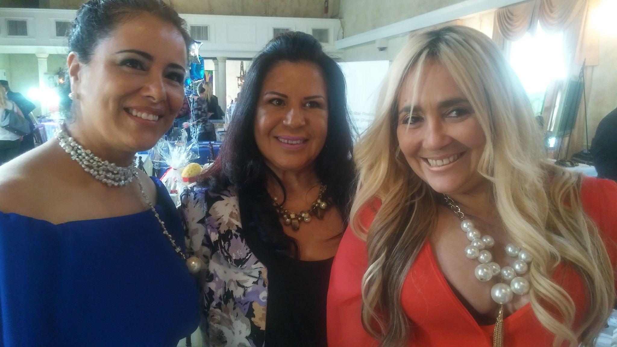 Mariso Casola, propietaria de la prestigiosa peluqueria La_Per, la maquilladora Mercedes Medina y Gloria Clavijo de Monir Fashion.