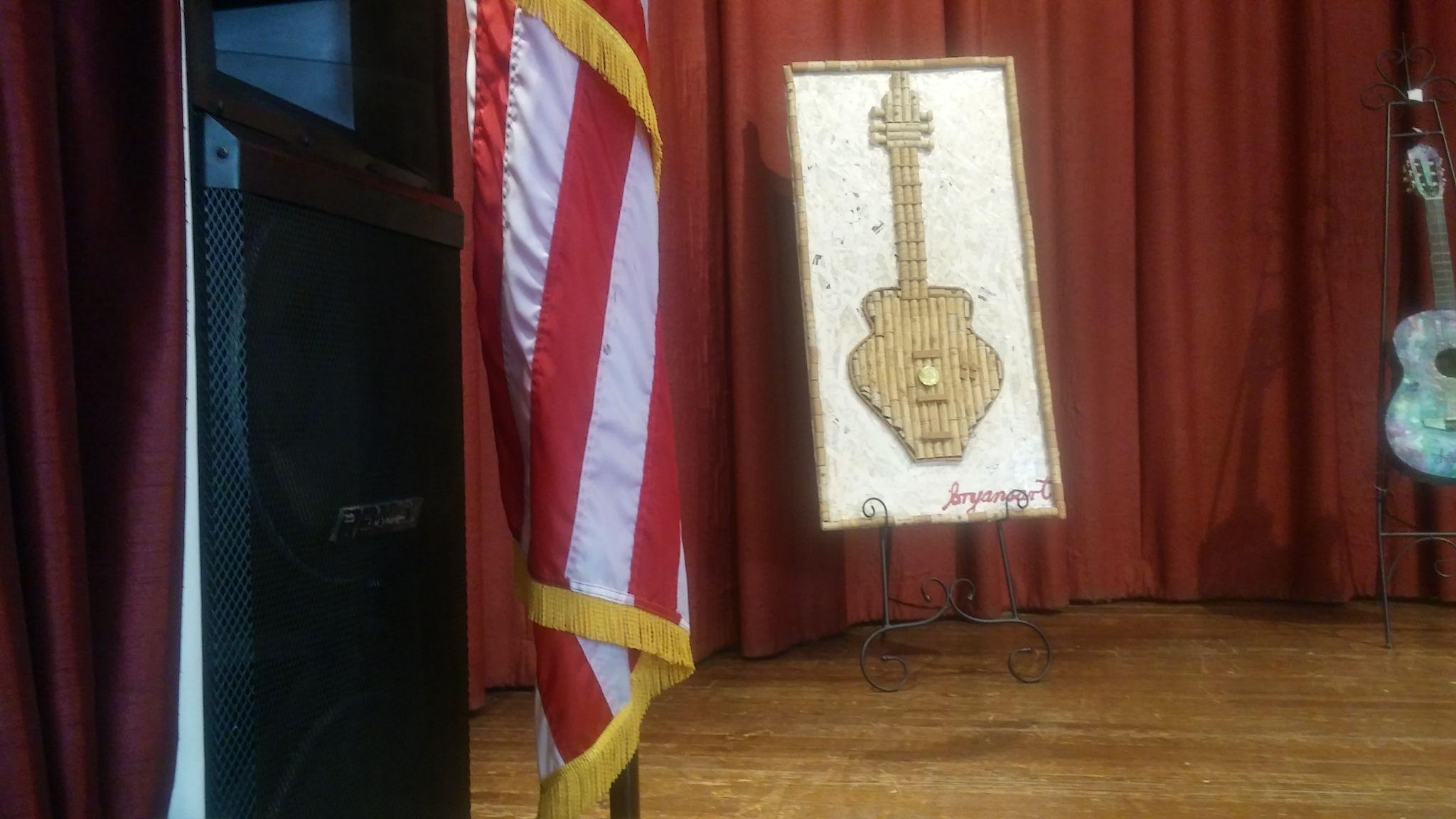 La guitarra de corcho, creación de Bryan.