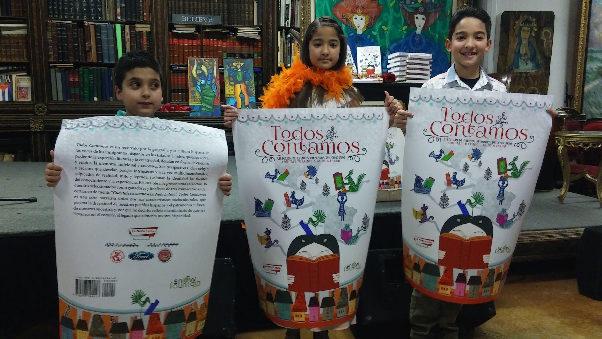 """Los padrinos del libro """"Todos Contamos"""", los niños Jhonathan Baldo, y Matthew y Milena López."""
