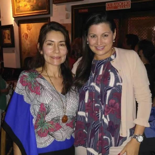 La escritora Alba Lucia Velez y la empresaria María Antonieta Hernández, representado a la Ford.