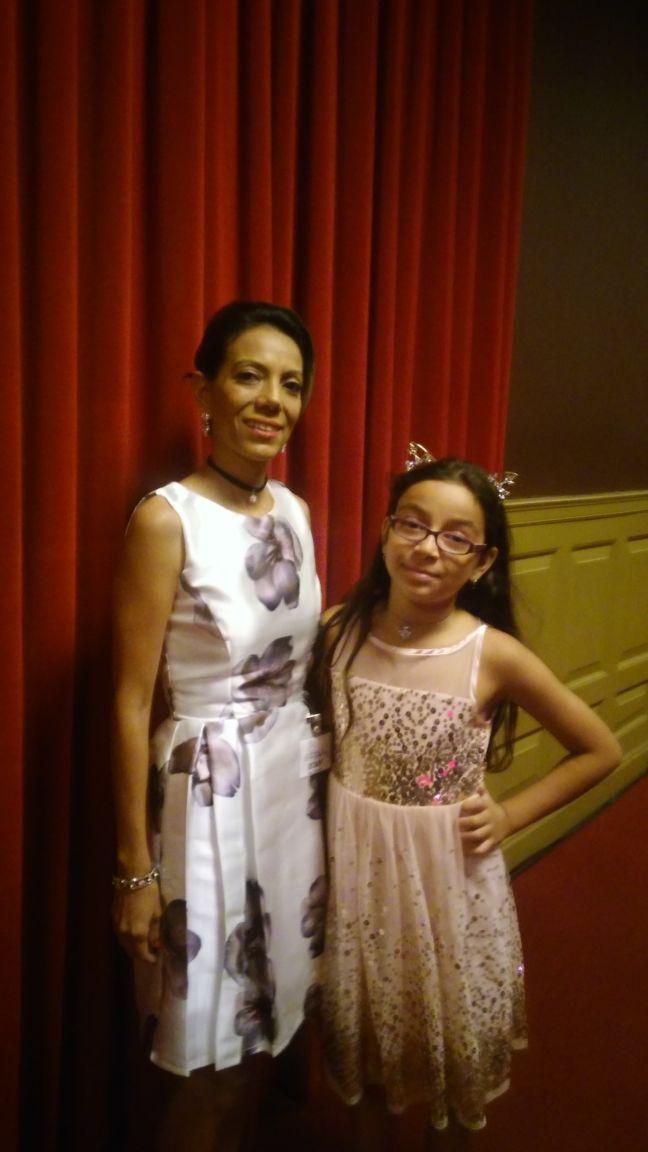 La periodista Yamileth Salazar y su preciosa hija.