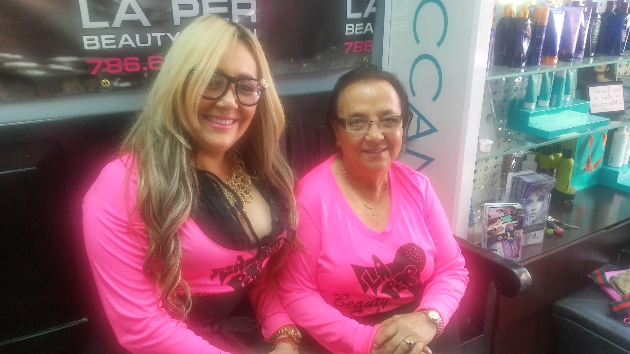 """Marisol con su popular mamá Ramona """"Nenita""""."""
