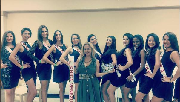 """Leida, rodeada de las concursantes a """"Chica Venezuela USA"""""""