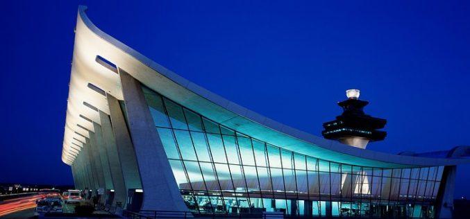 ¿Por qué muchos aeropuertos en EE.UU tienden a parecer centros comerciales?
