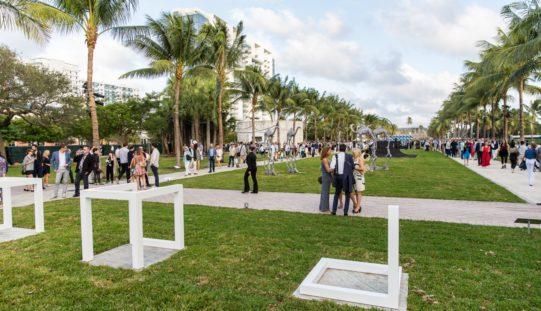 Art Basel Miami Beach celebra 15 años de irreverencia
