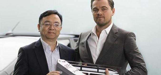Leonardo DiCaprio imagen de automotriz China que utiliza energías renovables