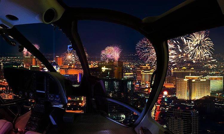 Imperdible subirse a los Sundance Helicopters y ver los espectaculares fuegos artificiales.