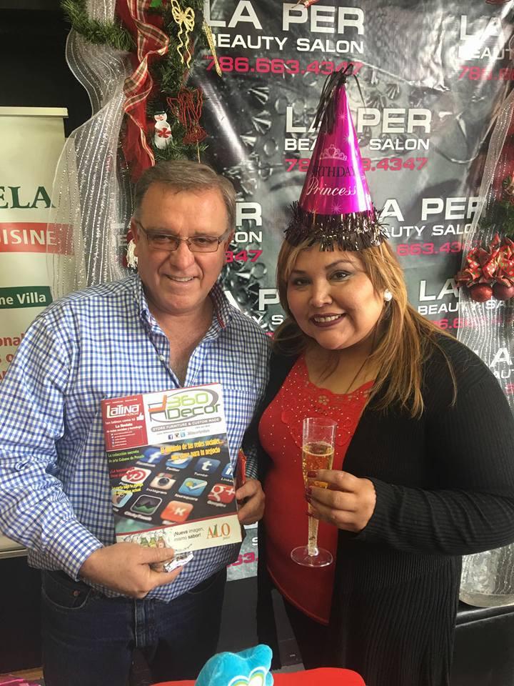 Mariline Villa con el editor de Latinas.