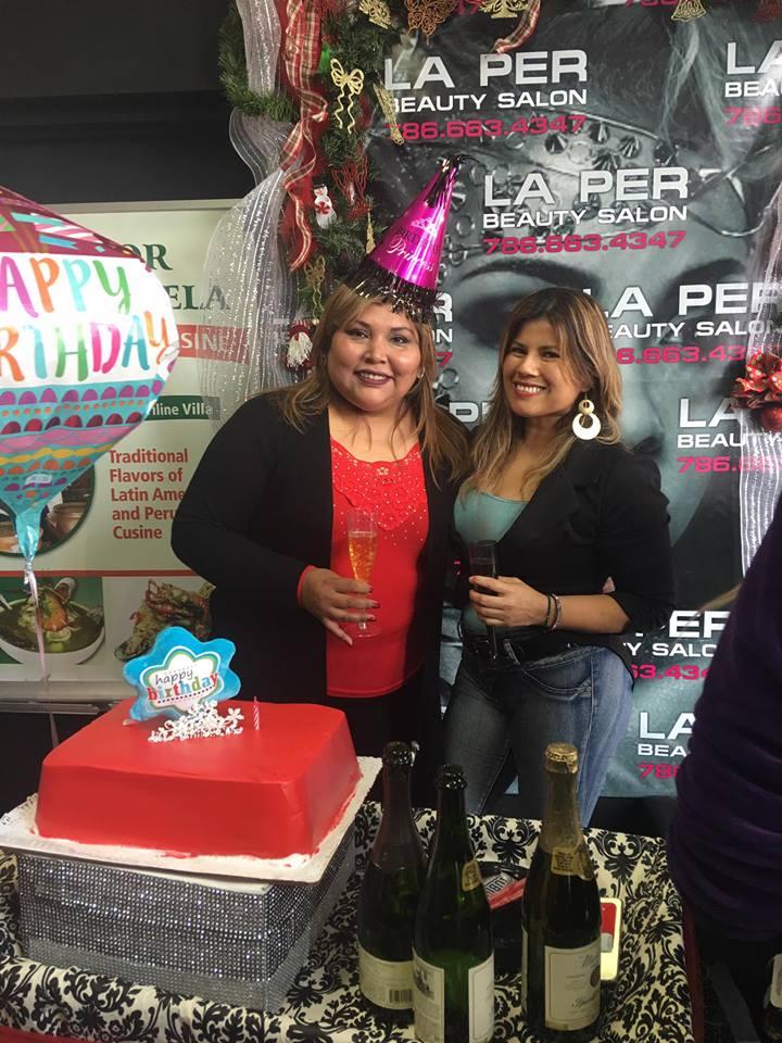 Mariline Villa y su amiga Janet Seminario-Palacios.
