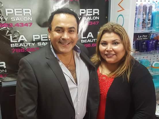 Mariline Villa y Ronald Acha, productor de Telemundo.
