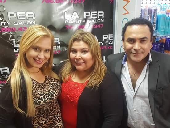 La locutora Celina Herrera, Mariline Villa y el productor Ronald Acha.