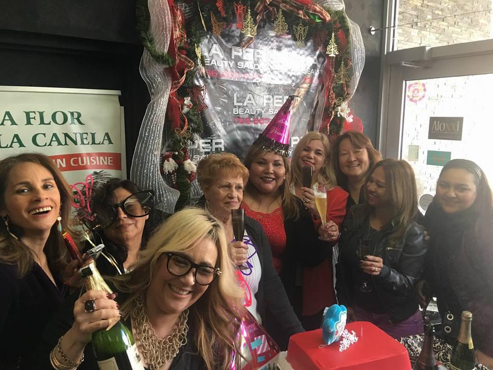 Brindando por la felicidad y los éxitos de Mariline Villa