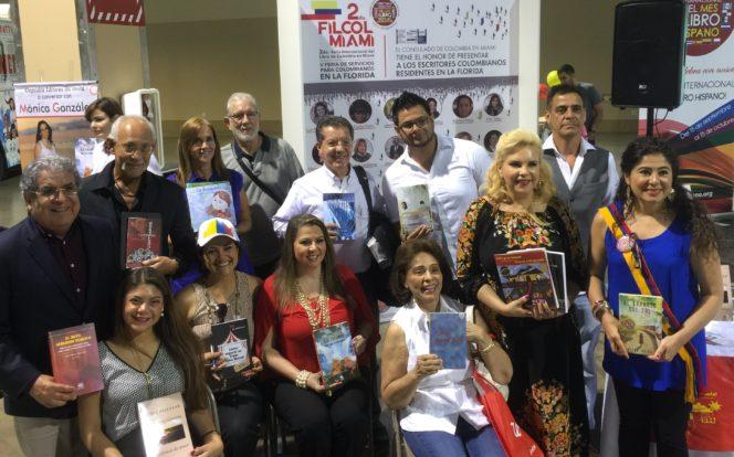 Pilar Velez y la Asociacion de Escritores