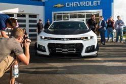 Chevrolet presentó en Daytona un Camaro que quiere devorarse las pistas