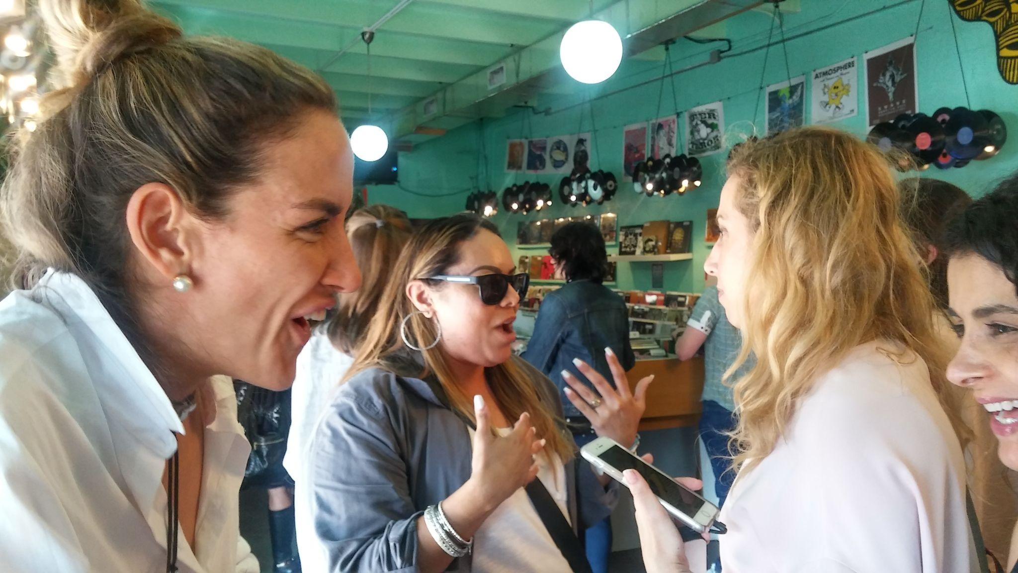 Marinés Duarte, Becky García, Jeannette Kaplun y Ana Flores disfrutando de una amena charla