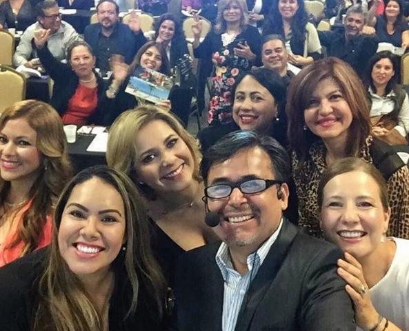 El grupo de panelistas con  Juan Garcia, director de Hispanic Media Productions