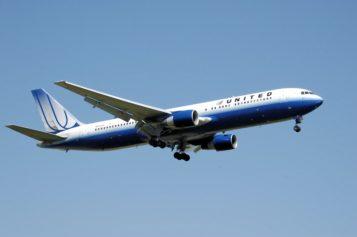 Lucha aérea: la sobreventa de boletos en United