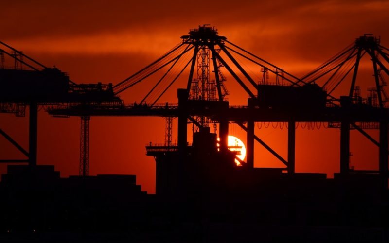 """Gobierno firma dos órdenes ejecutivas para combatir los """"abusos comerciales"""" contra Estados Unidos"""