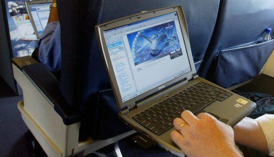 EE.UU. dispuesto a prohibir laptops en vuelos por potencial amenaza terrorista
