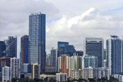 Bajan precios de condominios de lujo en Miami