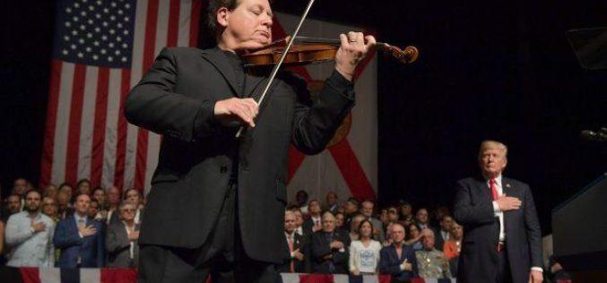 ¿Quién es el violinista que tocó el himno de EE.UU. en apoyo a Trump?