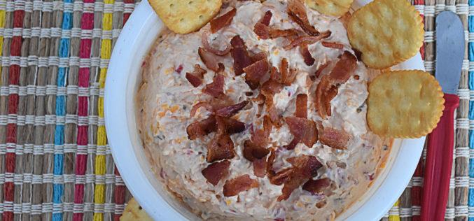 Crema de queso con pimentones rojos y tocineta