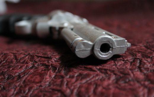 Entrenan a profesores para portar armas en los salones de clases