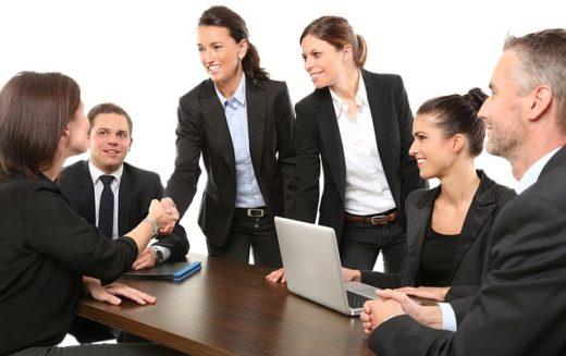 ¿Cuáles son los factores a tomar en cuenta al contratar empleados?