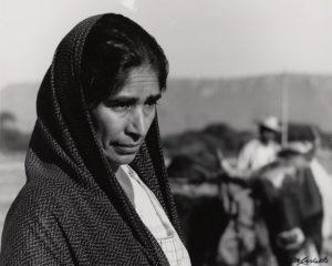 Manuel Carrillo: Retrato de una mujer con mantoon