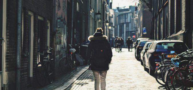 Calles infinitas, un poema de Anna Muller
