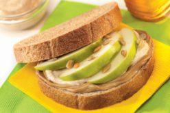 Sándwiches de manzanas y mantequilla de maní