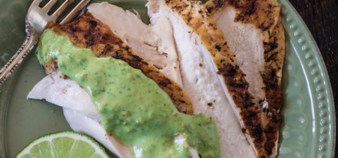 Pollo asado a la peruana con salsa de pistacho