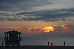 ¿Por qué Miami Beach adelanta la hora de cierre de sus playas?