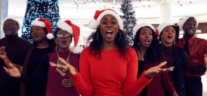 """Love's Not Just for Christmas"" es la canción navideña perfecta"